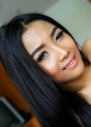 20 year old Sexy Thai ladyboy Lee sucks the cock of her white tourist friend