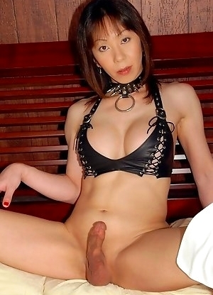 See the proud Mistress Akane spreads her ass-pussy for you