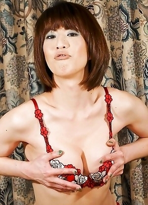SMJ presents you Yuuki Tominaga - Mama-san (the lady of the house) of an exclusive Nomiya in the hustling bustling Shinjuku of Central Tokyo.