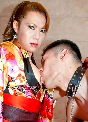 Mistress Reina Shiranui has got a new slave to train. She whips him to show him who�s boss and then makes him suck her cock.