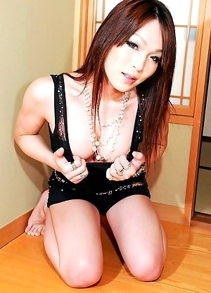 Airi is 22 years old this year. She currently works as an escort for a newhalf escort agency.
