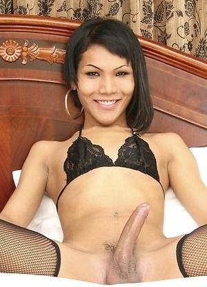 Asian Femboy - Bom