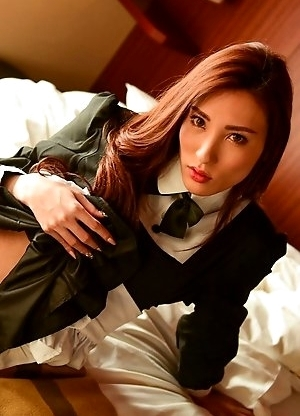 Tokyo beauty Ran Hasegawa makes a scintilating return after a 3-month absence and man, she is looking smokin' hot!