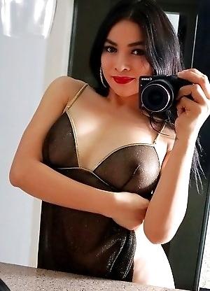 TS Filipina Hot Sexy Mirror Selfie