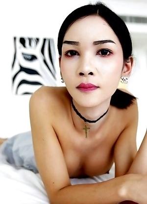 Thai ladyboy Mickey fashionista sucks white tourist cock