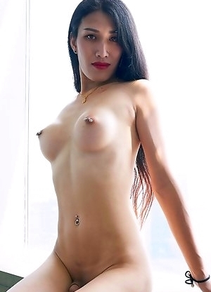Alisson is showing of her delicious body in the most natural aspect.