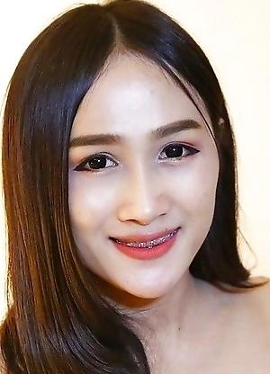 22yo Thai ladyboy Hom sucks off a big white tourist cock
