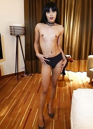 25yo Thai newhalf Yammy sucks and fucks white tourists cock