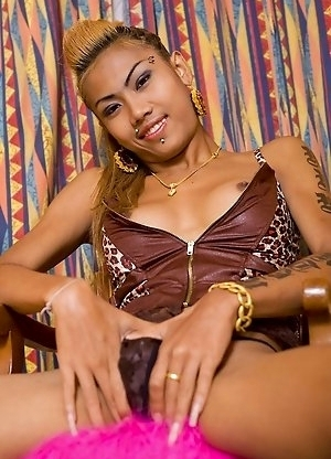 Hardbody Pattaya Shemale Noon plays with smooth her asshole
