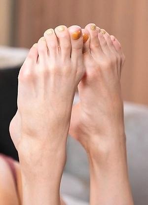 Chulin Solo Feet and Leg Fetish
