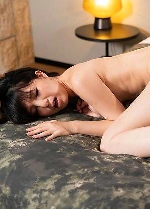 Mimi Bareback Fuck with Japanese Female Slave