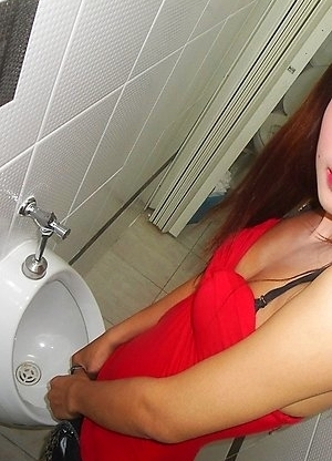 Small cock Ladyboy Um flashing outside and peeing in toilet