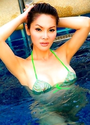 Wet swimming pool fun for petite post op Ladyboy Rucy