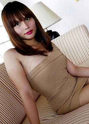Thai ladyboy ayumi gets a facial from foreign tourist