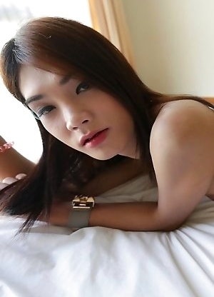 20 year old Sexy Thai Spor ladyboy sucks the cock of her white tourist friend