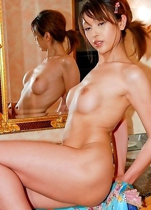 Emiru lives up to her reputation as the owner of the hottest body for bikini`s - tall, with endless legs and nicely-shaped breasts.
