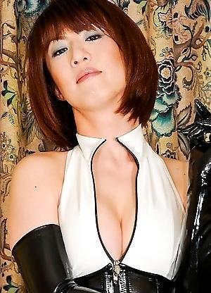 Yuuki Tominaga - Mama-san of an exclusive Nomiya in the hustling bustling Shinjuku of Central Tokyo.