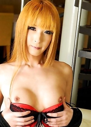 Gentlemen, please stand for the breath taking Airi Mochizuki who makes her dazzling debut in this red hot solo!