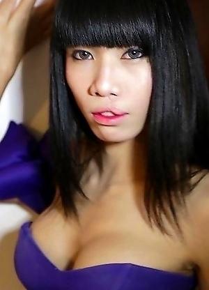 Skinny big-cock Ladyboy Jenny from Pattaya craves anal plugging