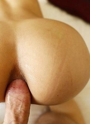 22yo Thai ladyboy Tuituy sucks off a big white tourist cock