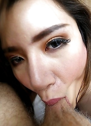 25yo big boobs Thai ladyboy Peach sucks off a big white tourist cock